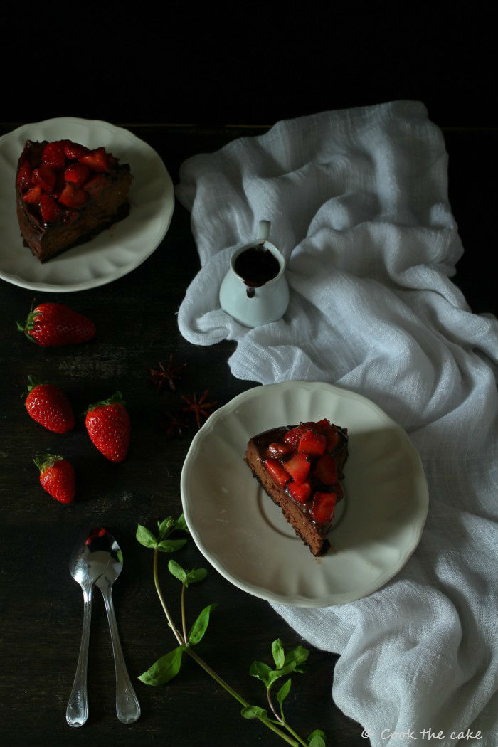 chocolate-and-strawberry-cheesecake, cheesecake-de-chocolate-y-fresas, fresas-maceradas-en-vino