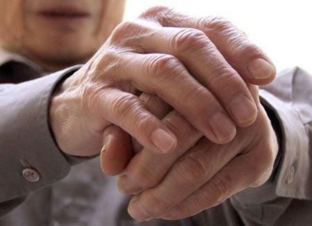 Waspada ! Ini 10 Penyebab Tangan Gemetar (Tremor)