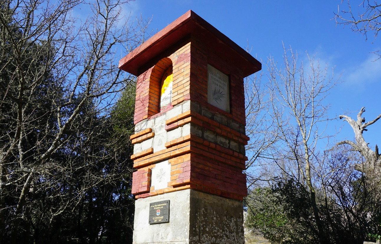 Monument des Excursionnistes Marseillas Col de Bertagne