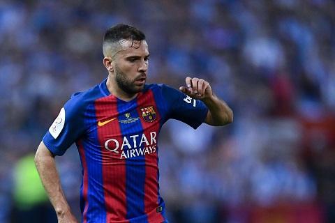 Barca đang để lãng phí hậu vệ Alba