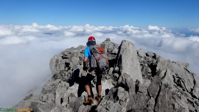 En la cima del Requexón con un mar de nubes