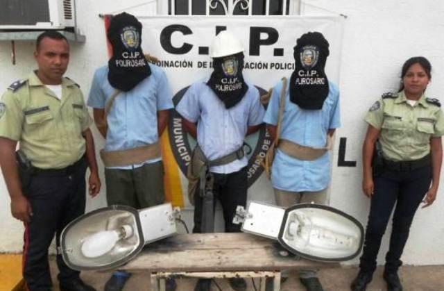 polirosario-detiene-tres-hombres-robando-material-electrico