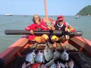 Spot kapal mancing di pantai sine Tulung Agung