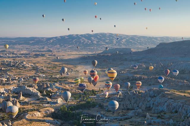 Panorámica del Valle de Göreme desde un vuelo en globo. Capadocia, Turquía.