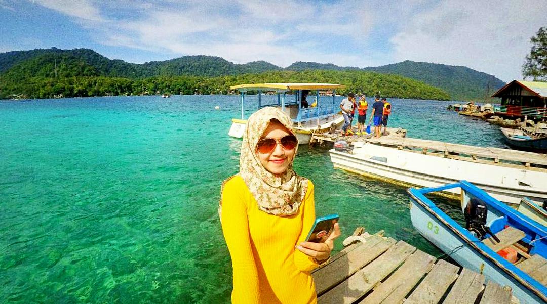 cewek igo jilbab cantik dan manis wisata indonesia di pulau Rubiah