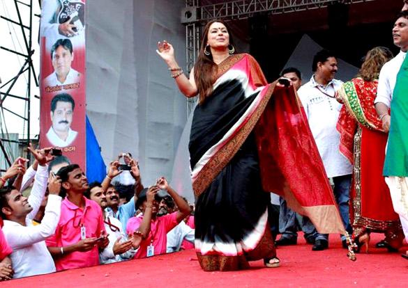 Veena Malik & Mahima Choudhary & Maryam Zakaria grace the Dahi Handi celebrations