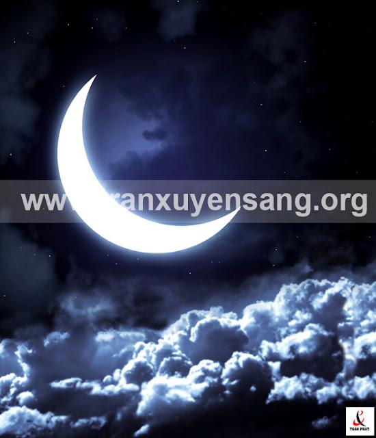 Tấm xuyên sáng in bầu trời đêm