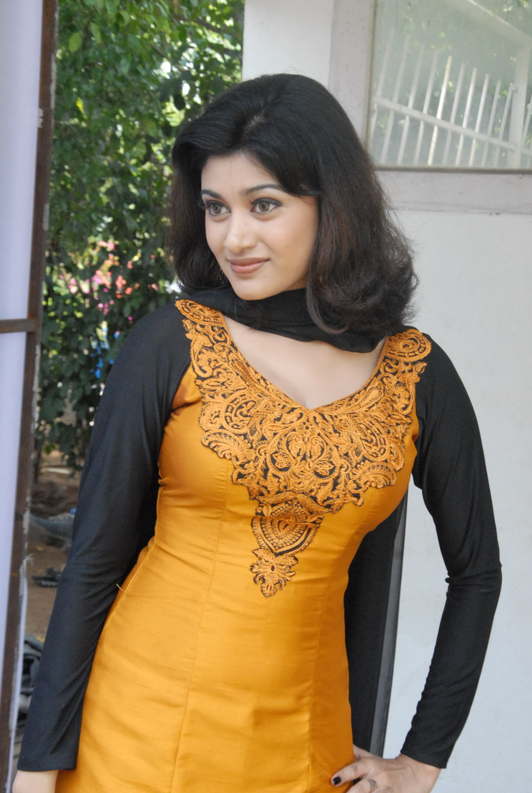 hot sexy Oviya gorgeous photos at trisha movie launch ethnic Salwar suite