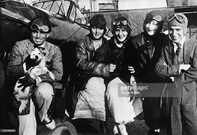 Чарли Чаплин и Милдред Харрис на летном поле