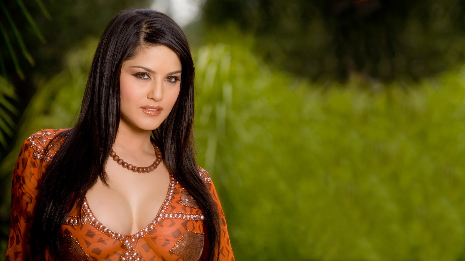 Hot wallpapers: Sunny Leone Non nude Hot Full HD Wallpapers
