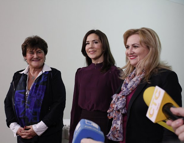 Crown Princess Mary met with the Minister of Health Ruxanda Glavan at the building of Ministry of Health. Princess Mary Hugo Boss wore blouse