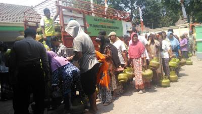 Ludes, Operasi Pasar Elpiji Diserbu Warga di Jombang