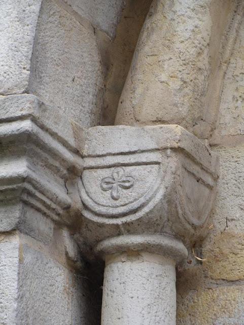 Romańska kolegiata w Kruszwicy - kapitel kolumny