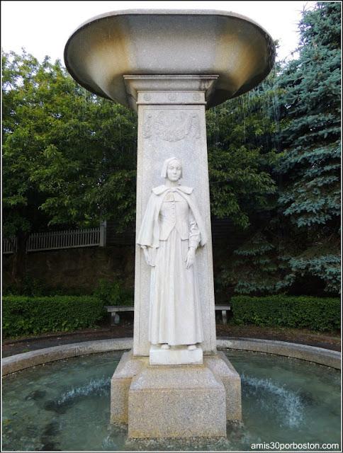 Monumento dedicado a las mujeres que viajaron en el Mayflower