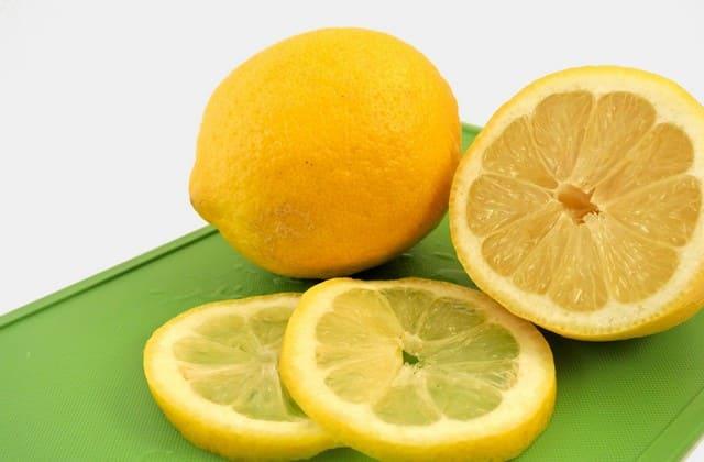 masker lemon untuk mengatasi wajah jerawat dan komedo