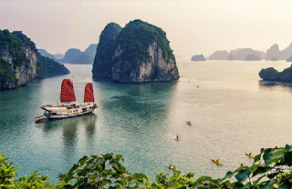 Discover the Frighten Beauty of Bai Tu Long Bay