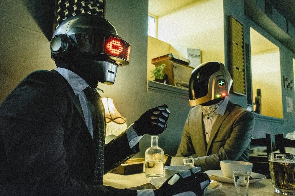 Taft Plunk   Das DJ Duo, welches sich als Daft Punk in der Ukraine ausgibt und ihr Mixtape im Closer Look