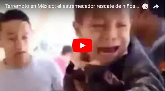 Niños son rescatados bajo los escombros de una escuela en México