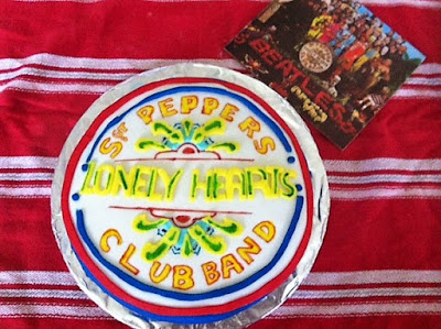 http://thecakemistress.com/blog/freerecipes/cakes/zebra-cake