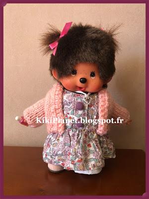 cardigan en laine rose fait main pour kiki ou monchhichi, handmade, fait main, boléro, tricot, vêtement poupée