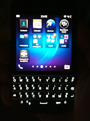 blackberry q10 keyboard lights up in the dark