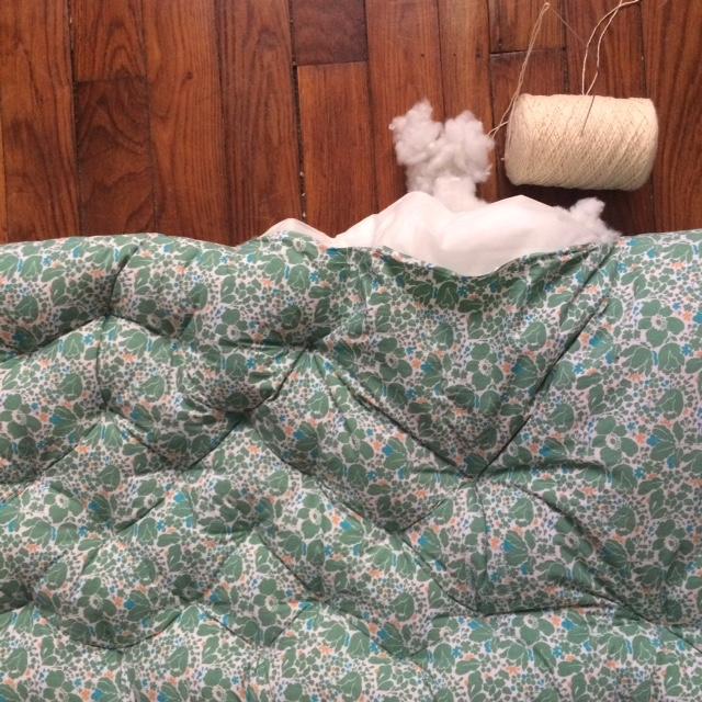 un lundi ordinaire futon et sur matelas tissus vintage commande sur mesure. Black Bedroom Furniture Sets. Home Design Ideas