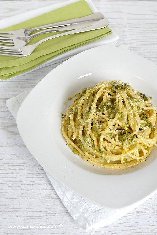 Spaghetti alla carbonara di asparagi selvatici ricetta vegetariana - veggie asparagus pasta carbonara recipe