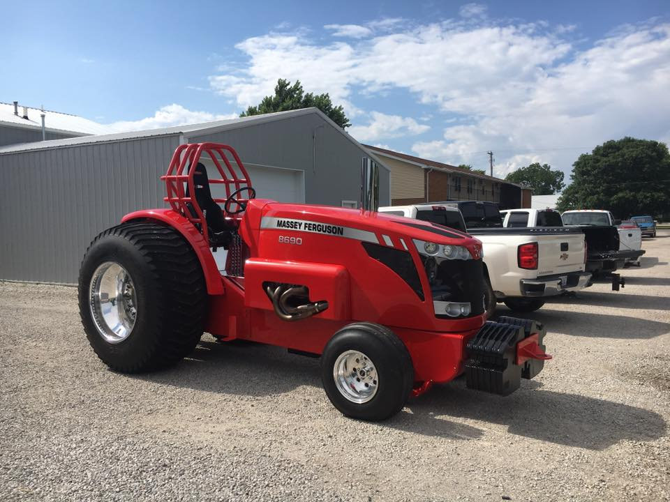 Tractor Pulling News - Pullingworld com: New MF Pro Stock in the US
