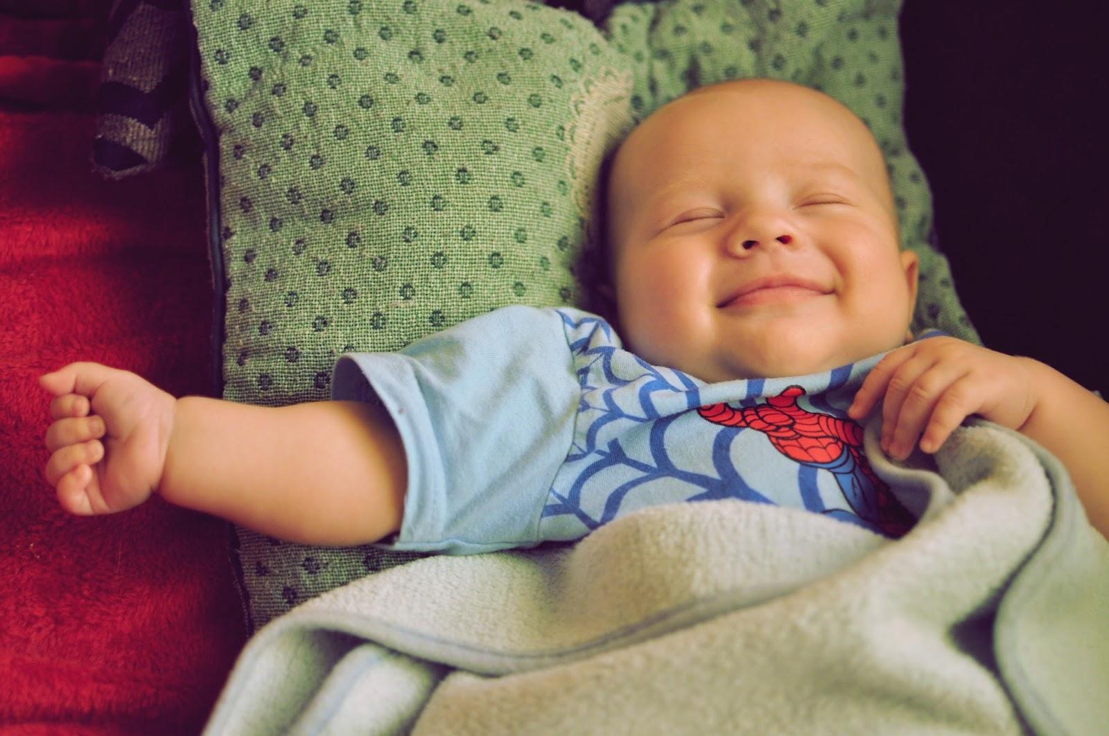 usmiechniete-dziecko_niemowlak