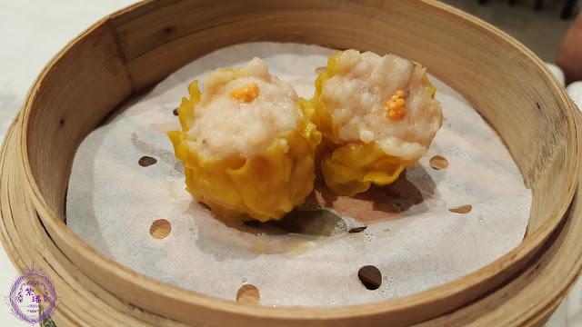 【蟹籽燒賣皇 – Pork Dumplings with Crab Roes】