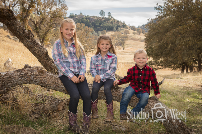 Outdoor Family Portrait - Paso Robles Kids Portraits - Studio 101 West Photography