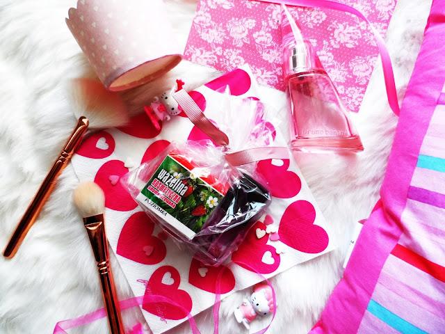 Zając poziomka :D - wazelina kosmetyczna i olejek z drzewa herbacianego Kosmed :)