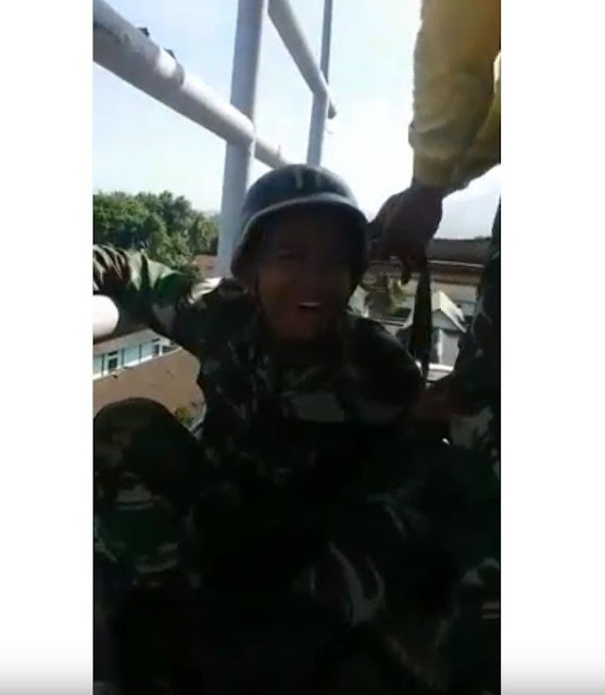 https://ratupelangi-net.blogspot.com/2018/09/takut-ketinggian-tni-ini-lakukan-hal.html