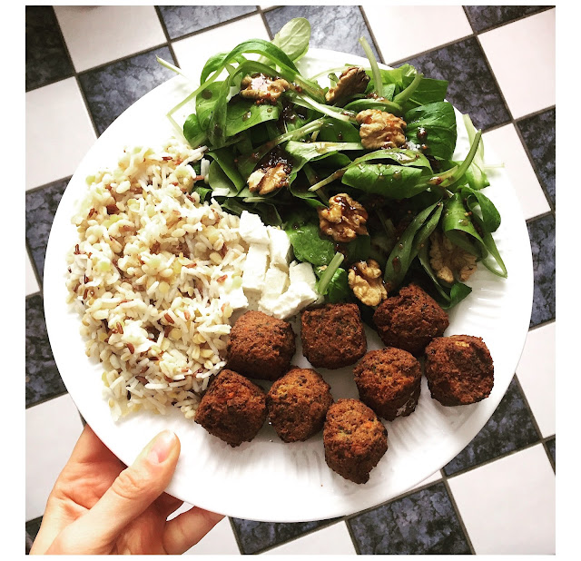 assiettes veggie - oleagineux - graines - falafel - feta
