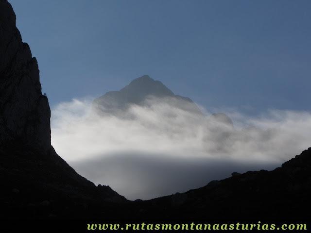 Ruta Canal Grajas y Covarones Cortes:  Nubes sobre Peña Castil