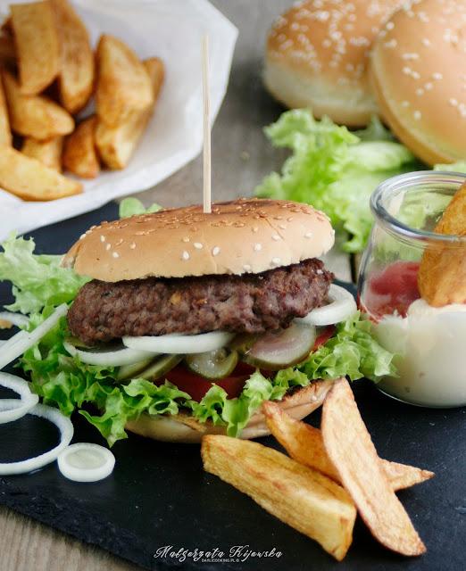 burger z wołowiny, jak upiec idealne frytki, frytki jak z mc donalda, daylicooking, domowy fast food