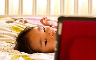 5 Cara Menghindari Kecanduan Gadget Pada Anak