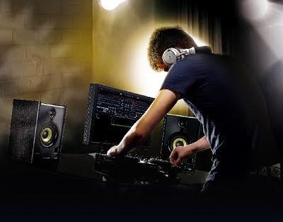 Kenapa DJ perlu monitor speaker di dekatnya saat mixing lagu ?