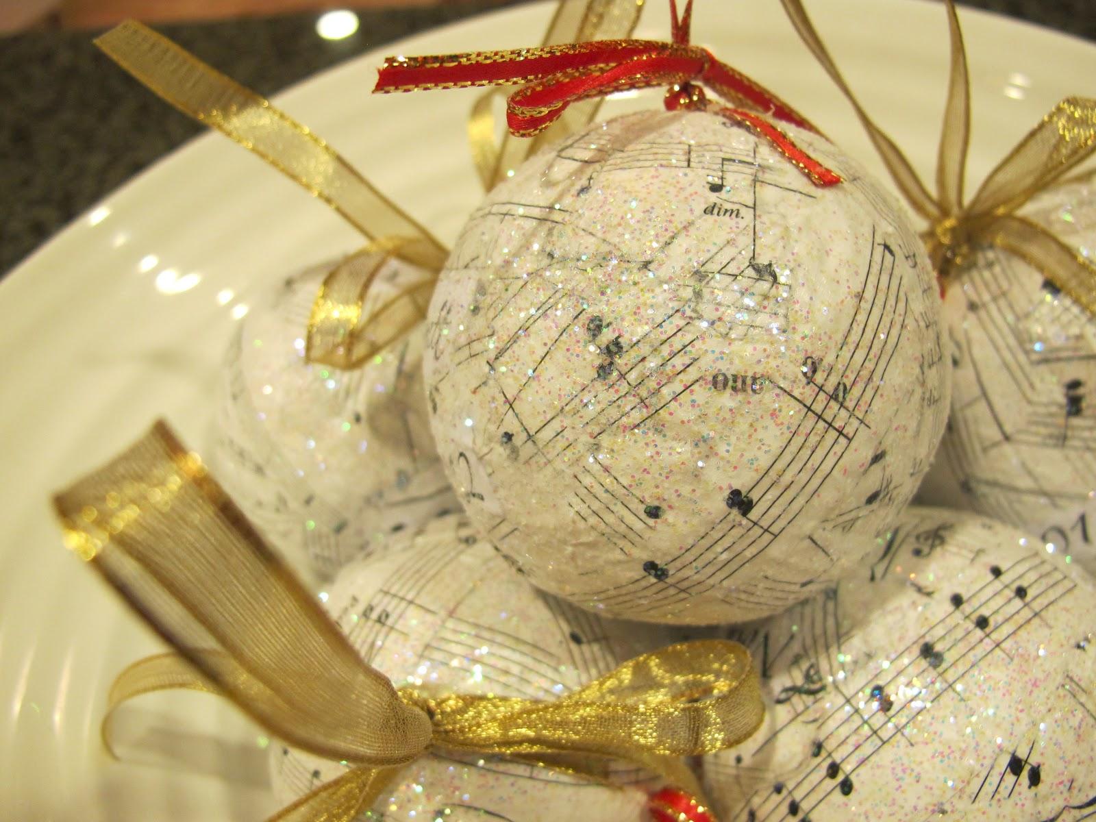 BluKatKraft: Decoupage Christmas Ornaments DIY