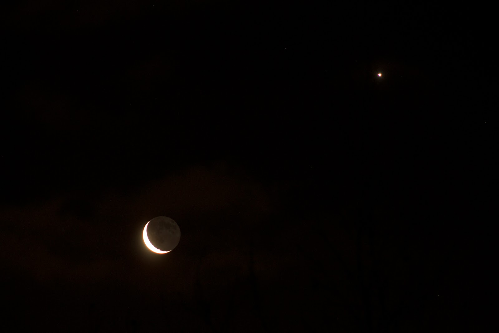 crescent moon earthshine conjunction with venus