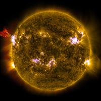 Sun Emits Mid-Level Flare