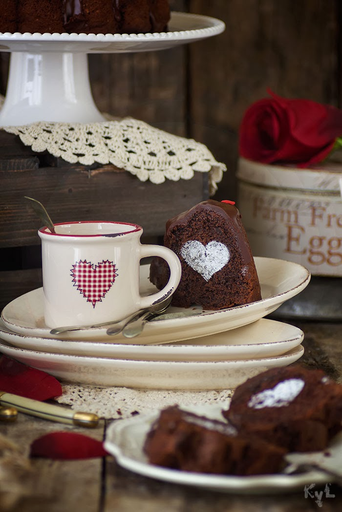 http://kanelaylimon.blogspot.com.es/2012/02/bizcocho-de-chocolate-san-valentin.html