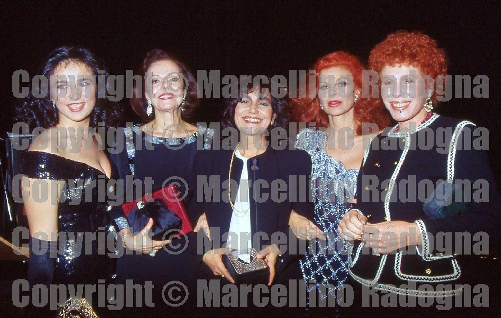 Marcellino Radogna - Fotonotizie per la stampa: Fiamma Izzo con Raina  Kabaiwanska,Mia Martini,Milva e Ornella Vanoni