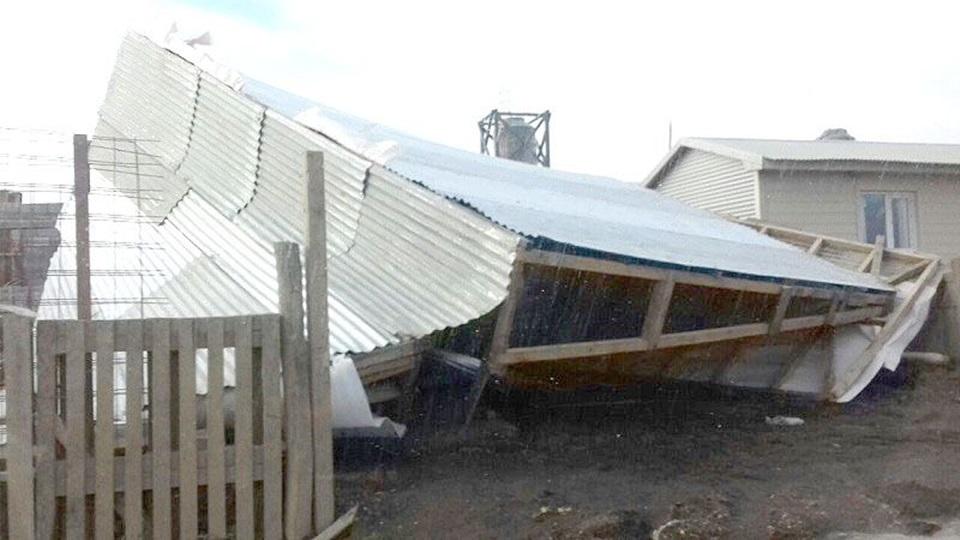 18 voladuras de techo por temporal de viento