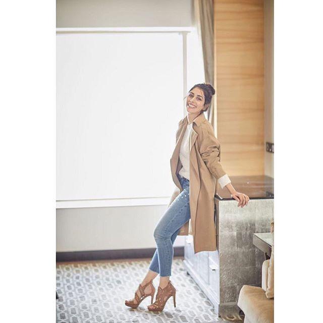 HOT & Sexy actress Warina Hussain HD Wallpapers, Photos & Details