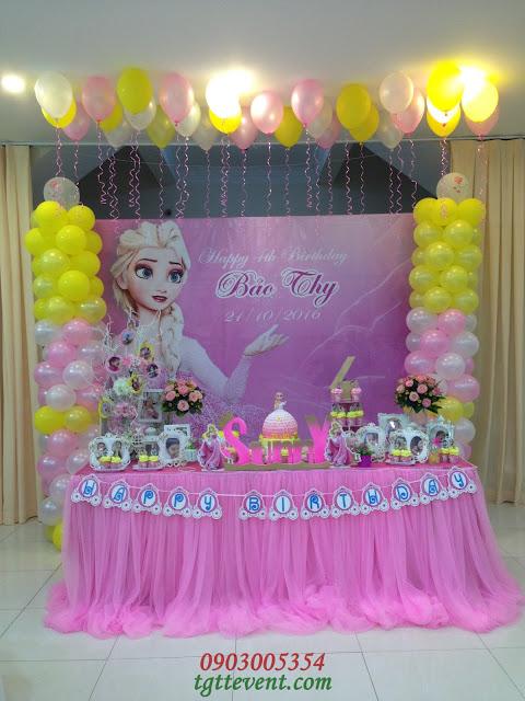 3. Trang trí sinh nhật chủ đề công chúa Elsa- Bé Bảo Thy (Sunny)