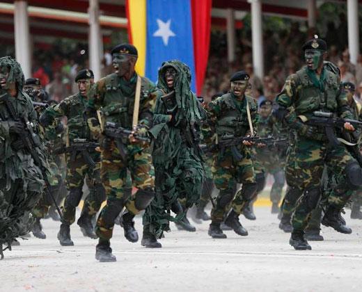 ¿Quién manda en Venezuela? Militares parecen fortalecerse en la crisis