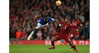 Divock stun Everton with freak goal as Arsenal hearts