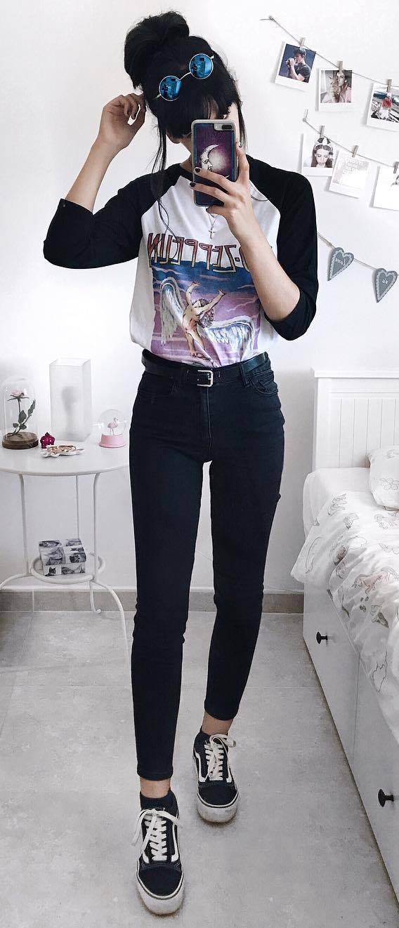outfit of the day | printed top + black skinnies + sneakers