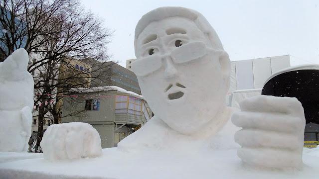 北海道、さっぽろ雪まつりのピコ太郎の雪像